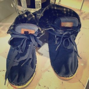 Toma size 6 blue ankle high